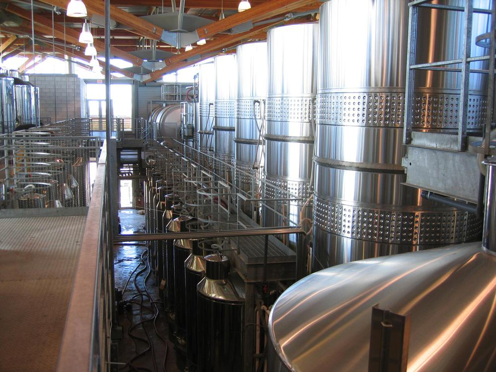 Winery_with_fermentation_tanks